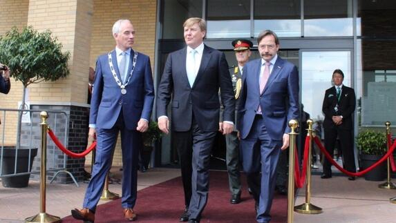 viering 50 jaar L1NWS: Koning aanwezig tijdens viering 50 jaar NAVO basis in  viering 50 jaar