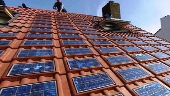 Dakpannen Met Zonnepanelen : Eerste zonne dakpan op maastrichts dak l1