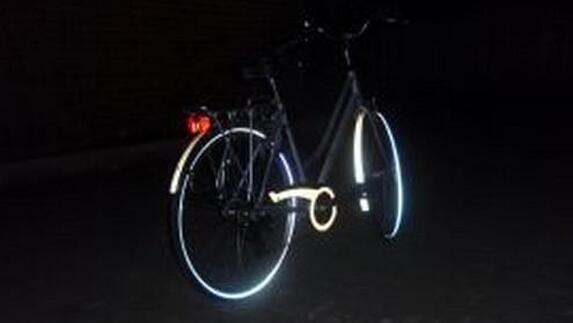 Licht Voor Fiets : Koperdief rijdt op fiets zonder licht l1