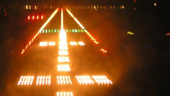 maastricht aachen airport verlicht landingsbaan met led