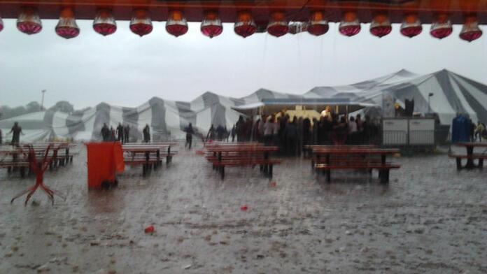 Half miljoen euro schade voor Rowwen Hèze na festivalramp