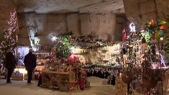 Versierd Valkenburg Maakt Zich Op Voor Kerstdrukte L1